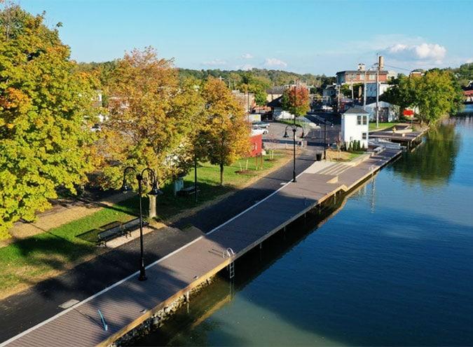 Image of Commercial Idekk HD in a canal walkway.